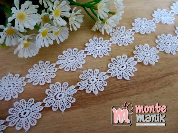 renda-gyper-bunga-putih