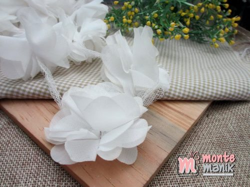 aplikasi-bunga-frill-putih