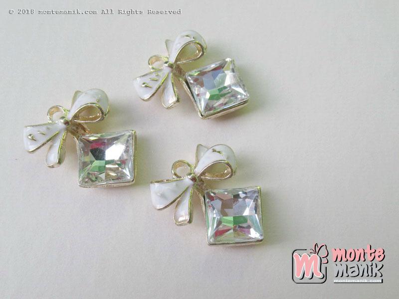 Charm logam Pita putih hias akrilik diamond 18 mm x 2 cm (ALA-016)