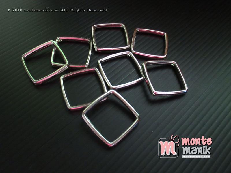 12 Pcs Pembatas manik Plastik Ketupat Nikel 2,6 x 2,6 mm (SPACER-034)