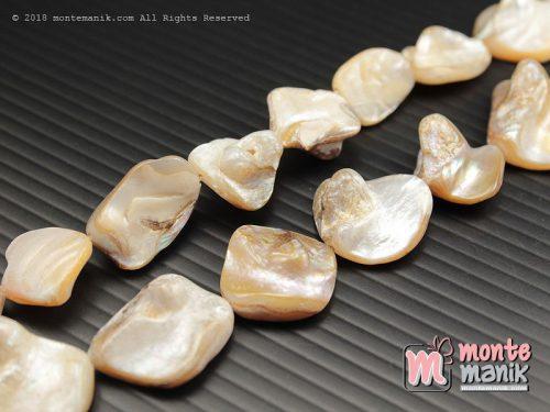 12 Pcs manik kerang nugget Putih (MNKG-014)