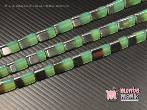 4 Buah Manik Kaca Segitiga Silver Hijau 2 cm (MKACA-028)